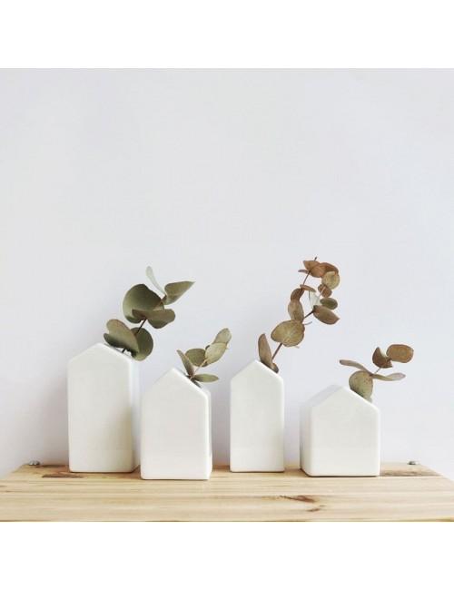 Conjunto de cuatro casitas de porcelana